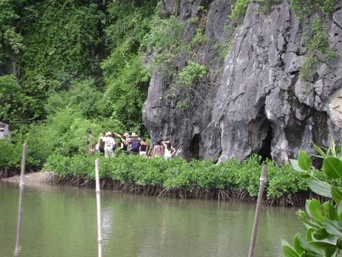 Các hang động