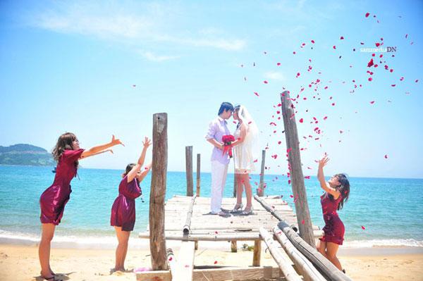 chụp ảnh cưới trên quan lạn