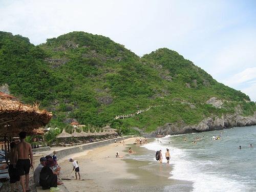 Bãi tắm biển trên Quần Đảo
