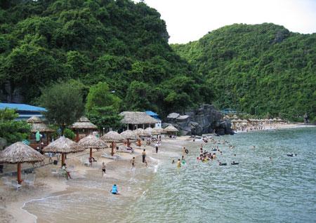 Bãi tắm Cát Bà nơi lý tưởng cho nhữngngày hè