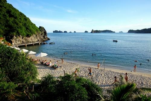 Bãi tắm đảo Khỉ Cát Bà