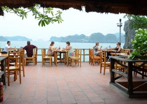 Nhà hàng thoáng mát Monkey Island Resort