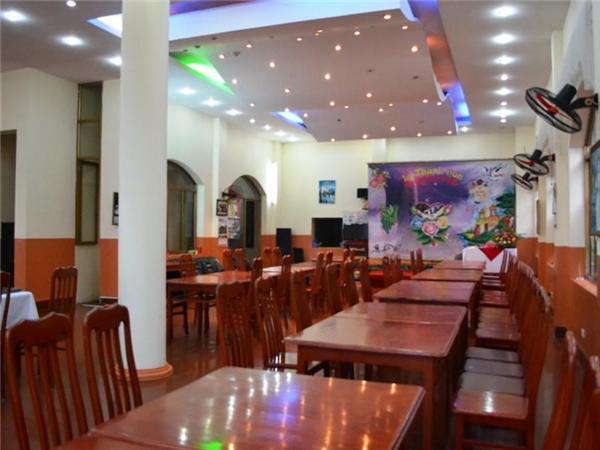 Nhà hàng sang trọng sạch sẽ tại Khách sạn Cát Bà Plaza