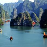 Đến Cát Bà chèo thuyền trên vịnh Lan Hạ